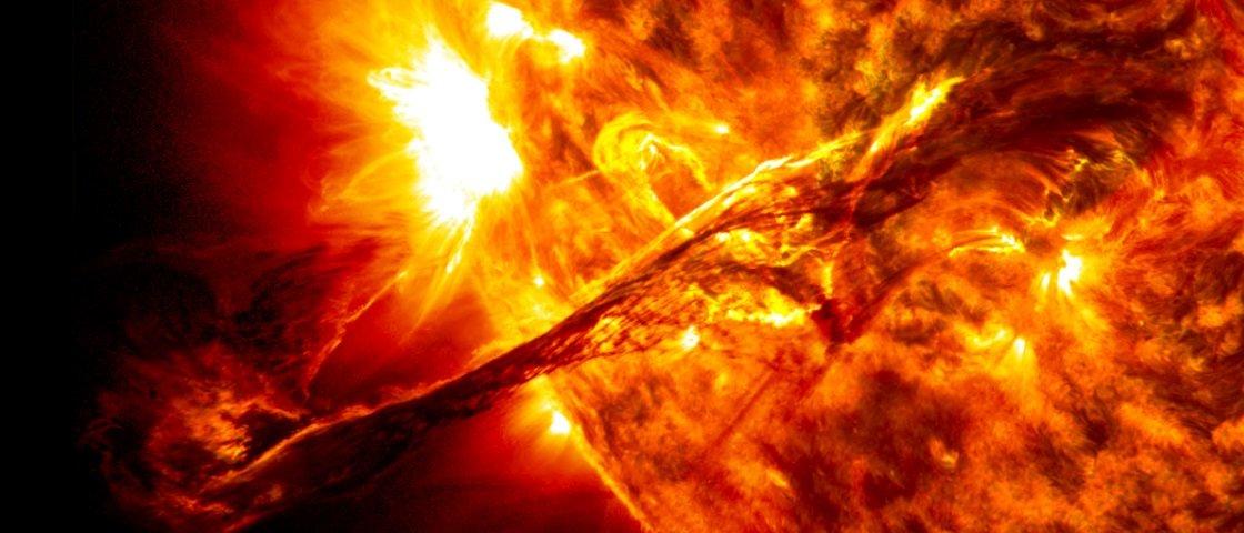 O que aconteceria se um cometa gigante colidisse contra o Sol?