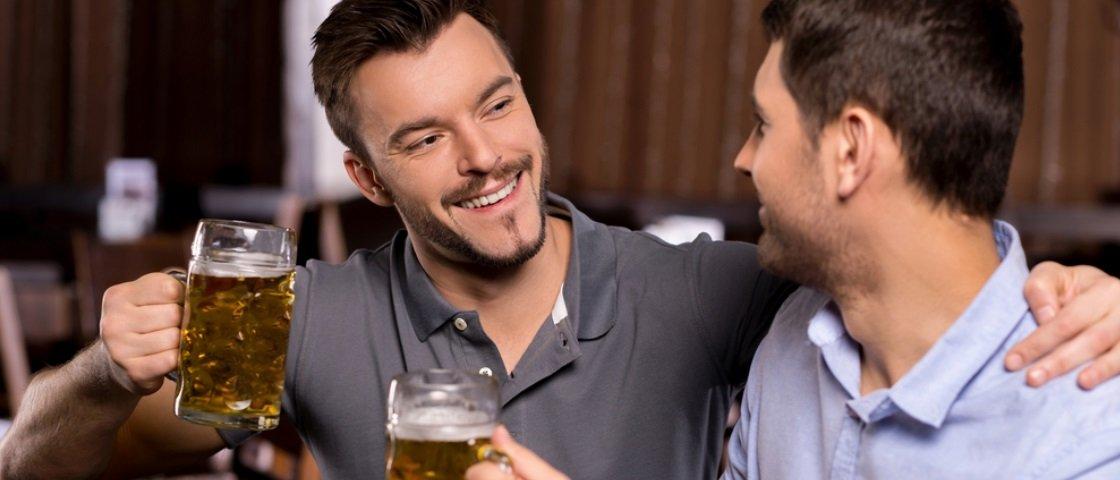 Autora explica por que sexo entre homens heterossexuais não os torna gays