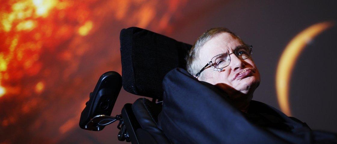 Stephen Hawking: 'Buracos negros podem ser passagens para outra dimensão'