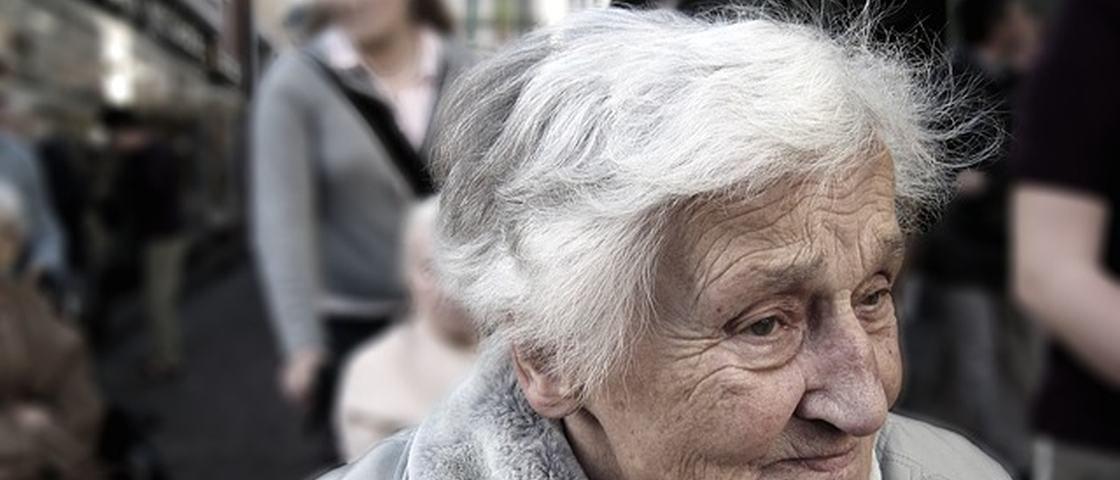 Mito ou verdade: arrancar um fio de cabelo branco faz nascerem dez no lugar