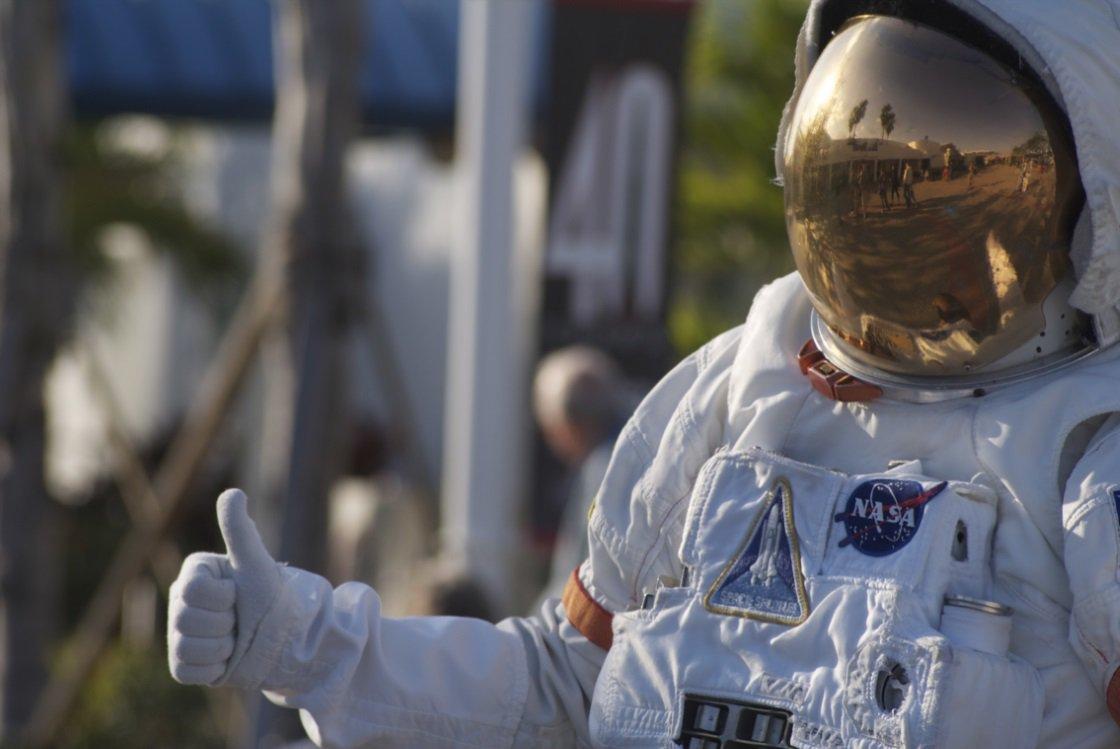 Choro, sexo, cocô… veja 5 coisas que você faria de outro jeito no espaço