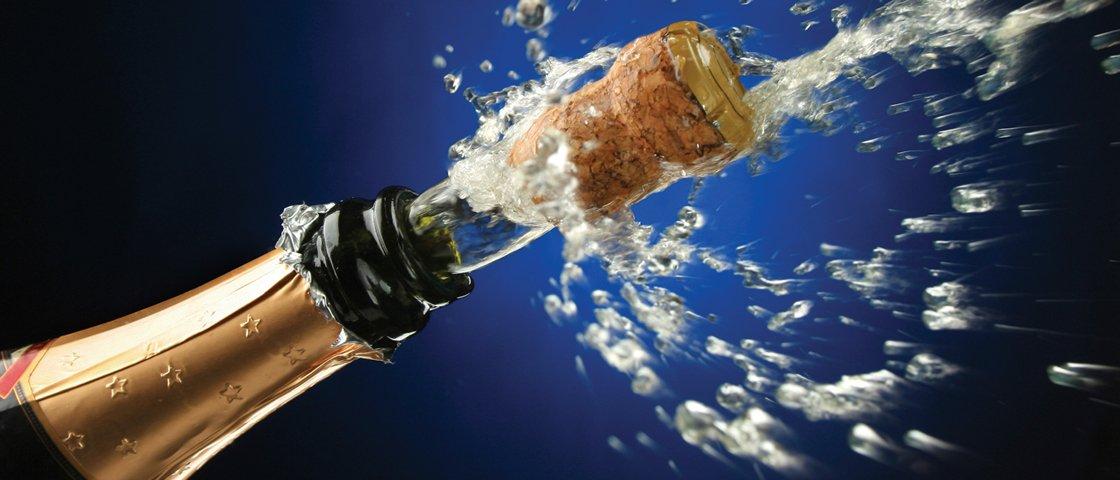 Avião é obrigado a fazer pouso forçado por causa de rolha de champanhe