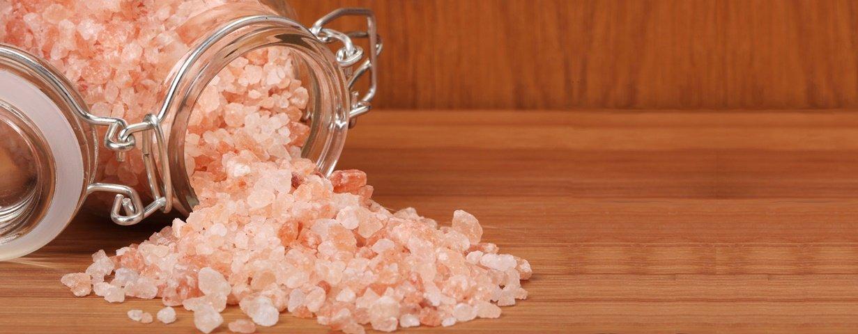 O que é o Sal do Himalaia? Ele é realmente melhor que o sal branco?
