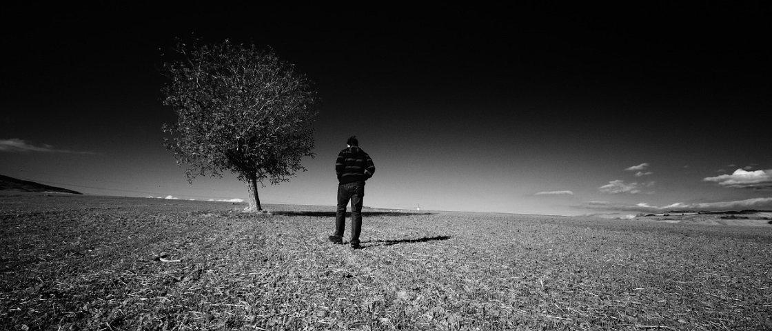 Estudo diz: seu mundo pode ficar realmente mais 'cinza' em um dia triste