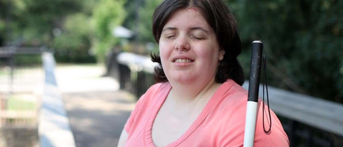 Transtorno leva mulher a realizar o sonho de se tornar cega
