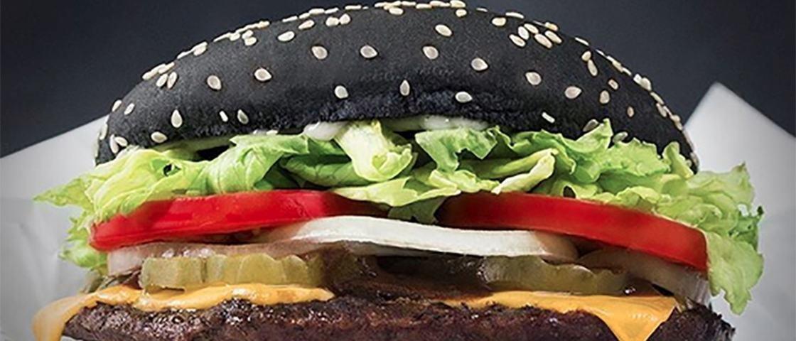 Eca! Sanduíche de Halloween do Burger King faz seu cocô ficar verde