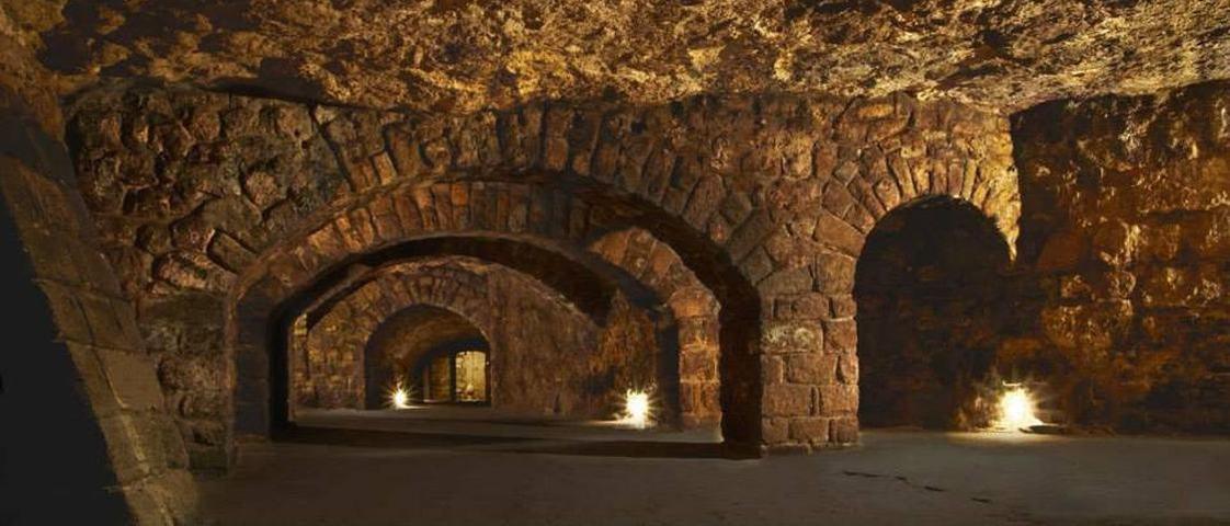 Conheça o Castelo de Buda, onde Drácula viveu em um labirinto assustador