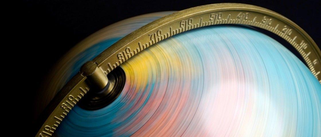 Se a Terra está girando a 1,7 mil km/h, como é que não sentimos nada?