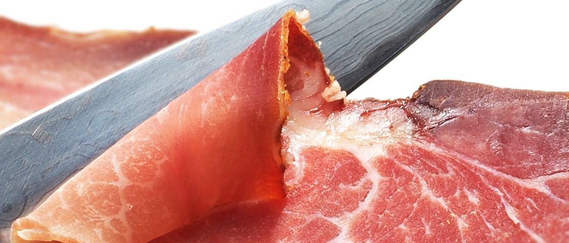 Comer bacon, salame e outras carnes processadas pode causar câncer, diz OMS