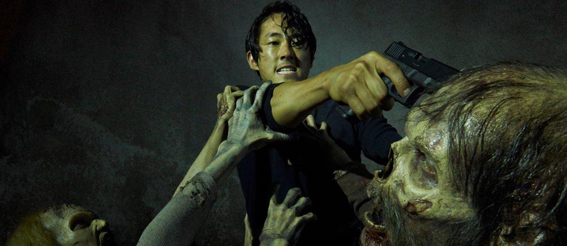 """Fã de """"The Walking Dead"""" mata amigo ao achar que ele viraria zumbi"""