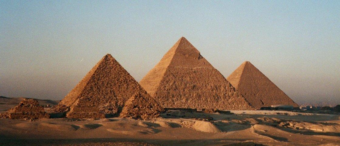 Pesquisadores descobrem anomalias térmicas nas Pirâmides de Gize