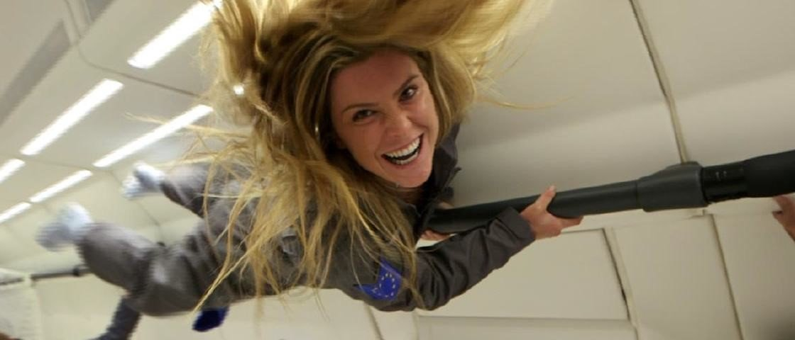 Brasileira mais jovem a escalar o Everest agora experimenta voo suborbital