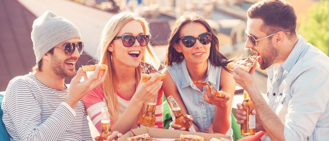 Os homens comem mais quando estão na companhia de mulheres