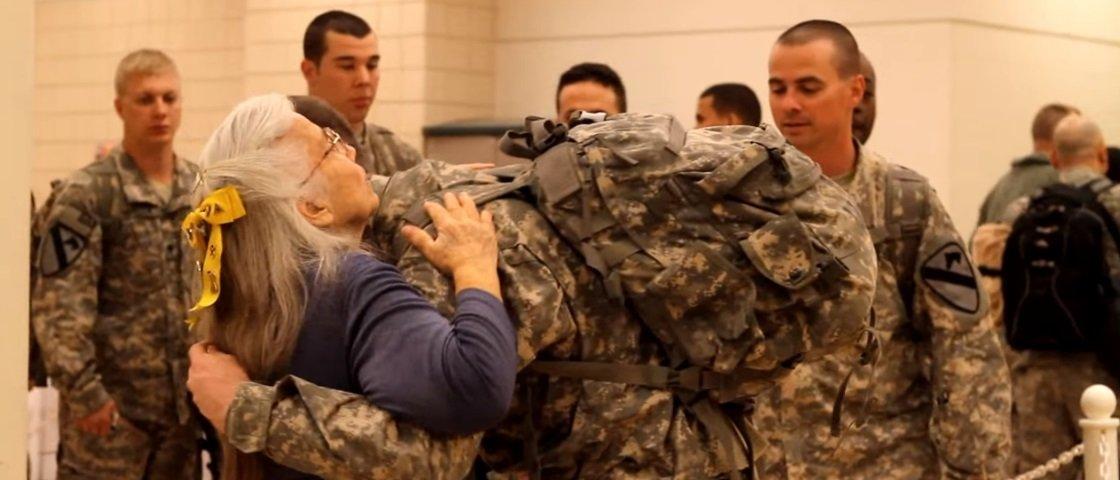 A emocionante história da mulher que abraçou soldados mais de 500 mil vezes