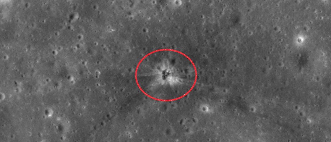 Cratera formada pelo impacto de foguete da Apollo 16 na Lua é encontrada
