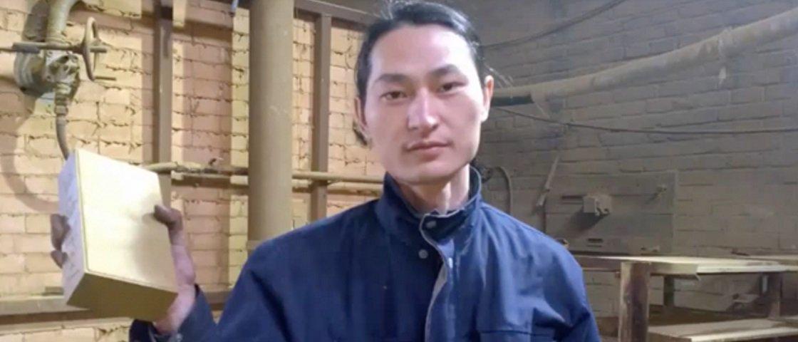 Artista chinês cria pedra de tijolo a partir de ar poluído de Pequim