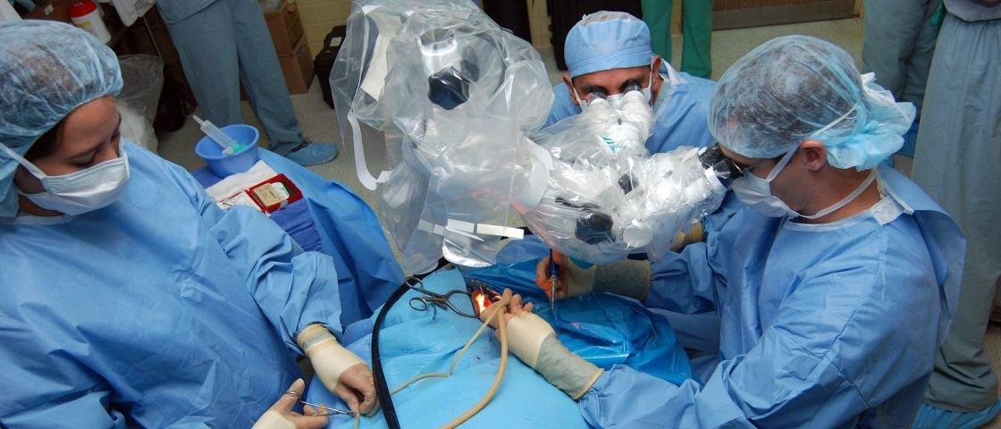 Homem acorda durante cirurgia de retirada de amídalas na Austrália
