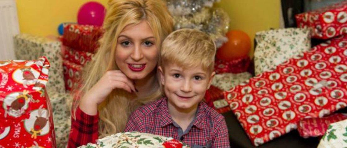 Mulher vira atriz pornô para poder comprar presentes de Natal para o filho