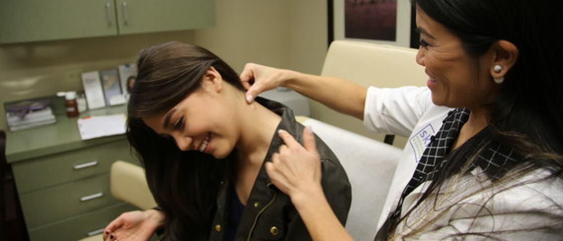 Nojento: dermatologista faz sucesso no YouTube removendo cravos e espinhas
