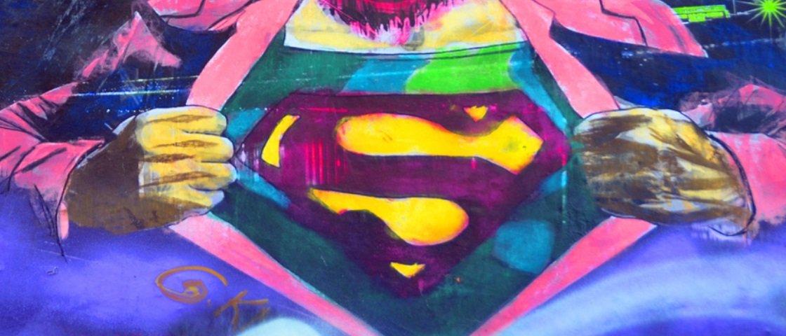 Vídeo incrível mostra compilação de pessoas com poderes de super-herói