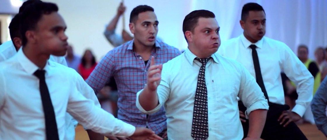 Amigos do noivo fazem comemoração diferentona em casamento na Nova Zelândia