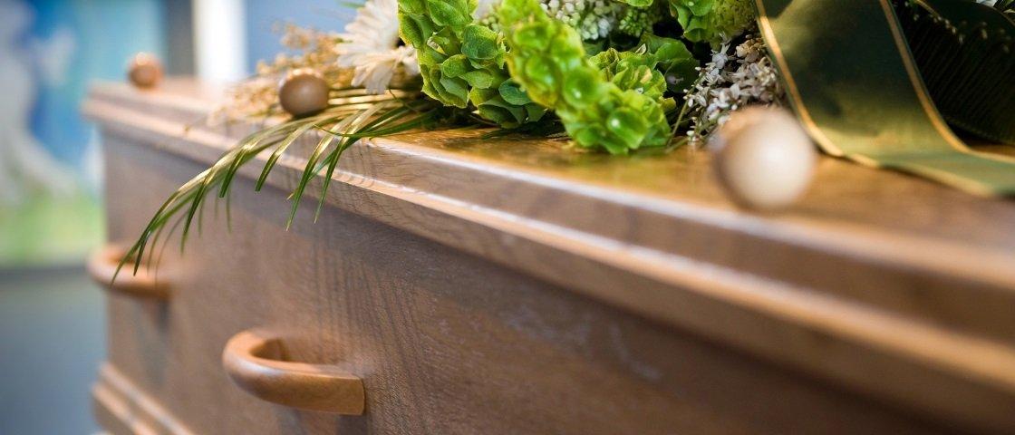 Mulher na Austrália volta para casa a tempo de interromper próprio funeral