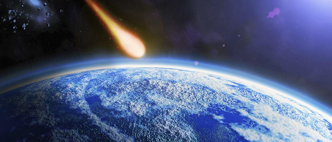 Foi por um triz: meteoro passa 'raspando' pelo Brasil e explode sobre o mar