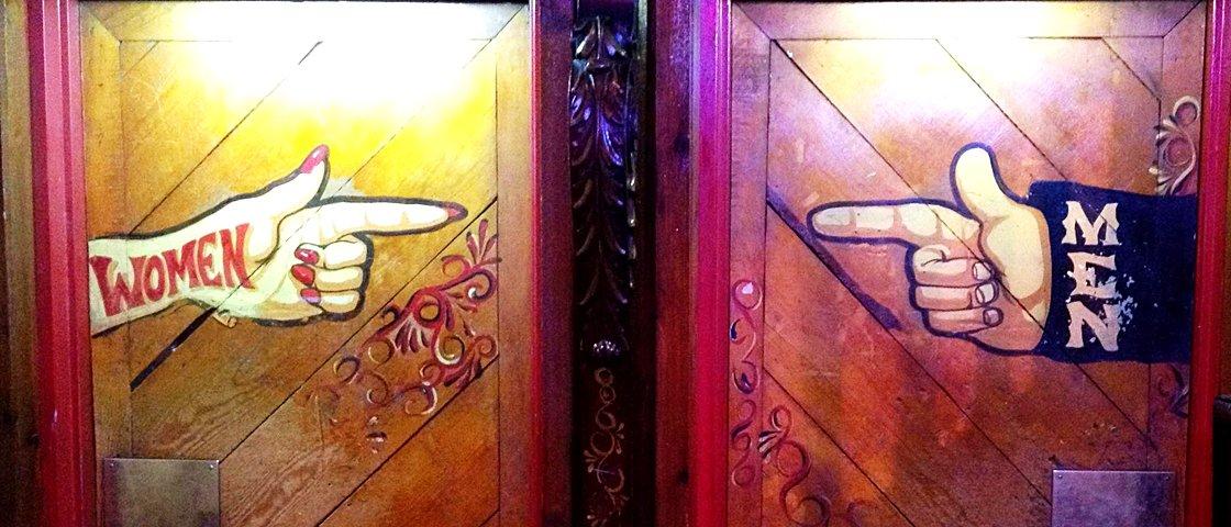 19 placas de banheiro que deixam o momento de fazer cocô mais divertido