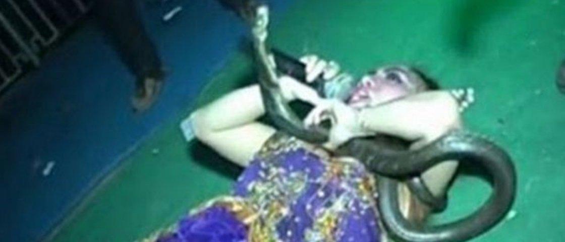 A verdade sobre a cantora que morreu no palco ao ser picada por uma cobra