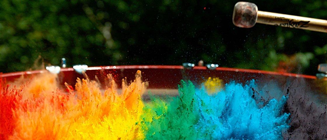 Veja uma incrível explosão de cores em câmera lenta