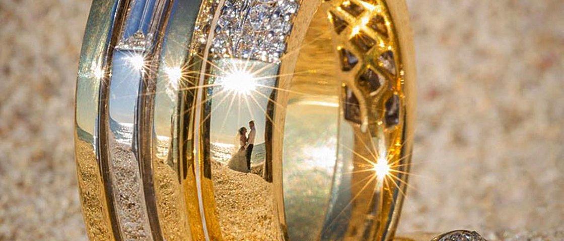 8 fotos revelam um jeito criativo de fotografar o álbum de casamento