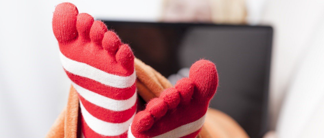 Seu pé é muito frio? Aqui estão 6 possíveis explicações para isso