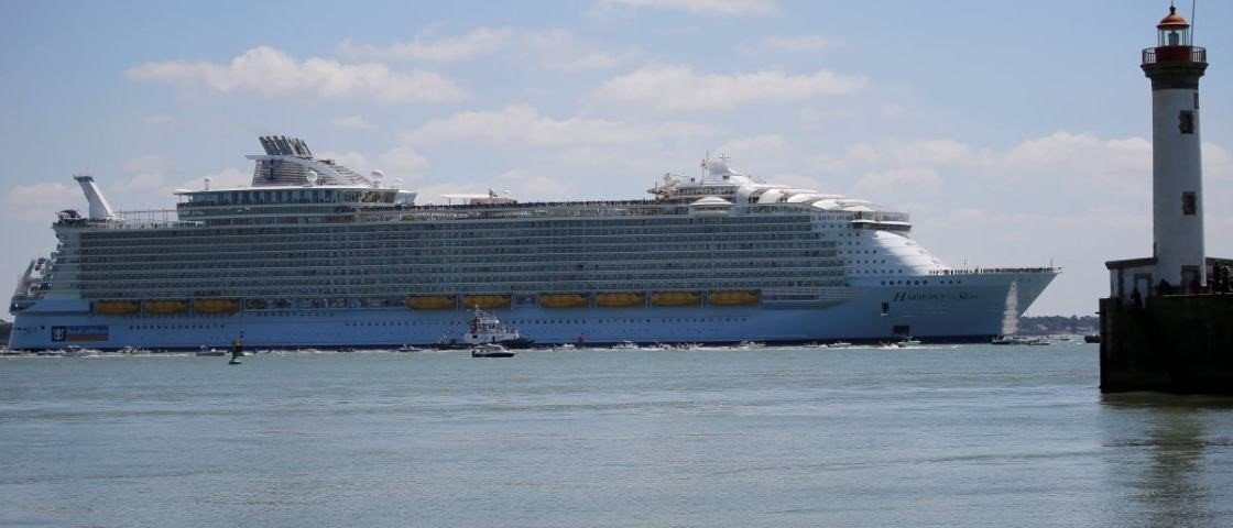 Passeie por dentro do maior e mais caro navio de cruzeiro do mundo