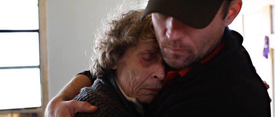Mulher registra vida da mãe esquizofrênica e mostra a realidade da doença