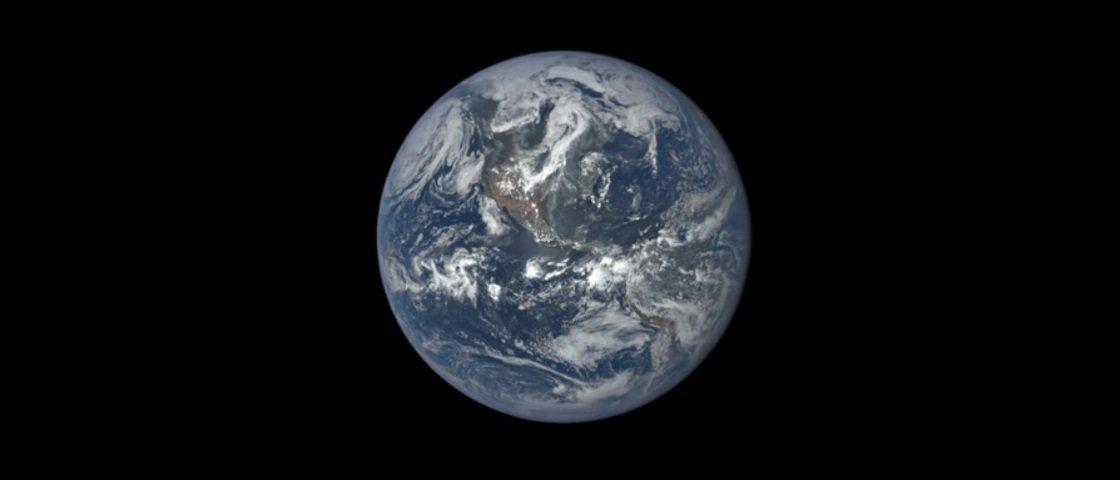 Deslumbrante: veja um ano inteiro da Terra passar diante dos seus olhos