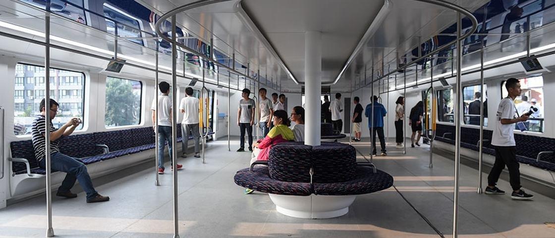 Dois meses depois, ônibus que 'engole' carros já é realidade na China