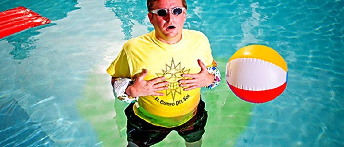 Cientistas explicam por que você não deve fazer xixi na piscina