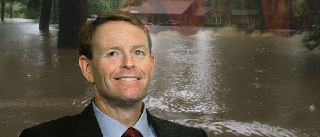 Pastor tem casa inundada após pregar que Deus puniria gays com catástrofes