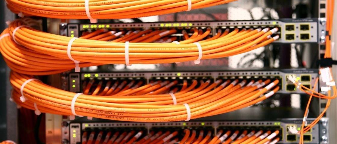15 fotos de cabos organizados que vão levar profissionais de TI à loucura