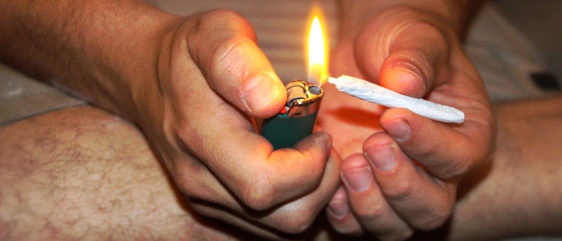 Adultos estão fumando mais maconha que adolescentes