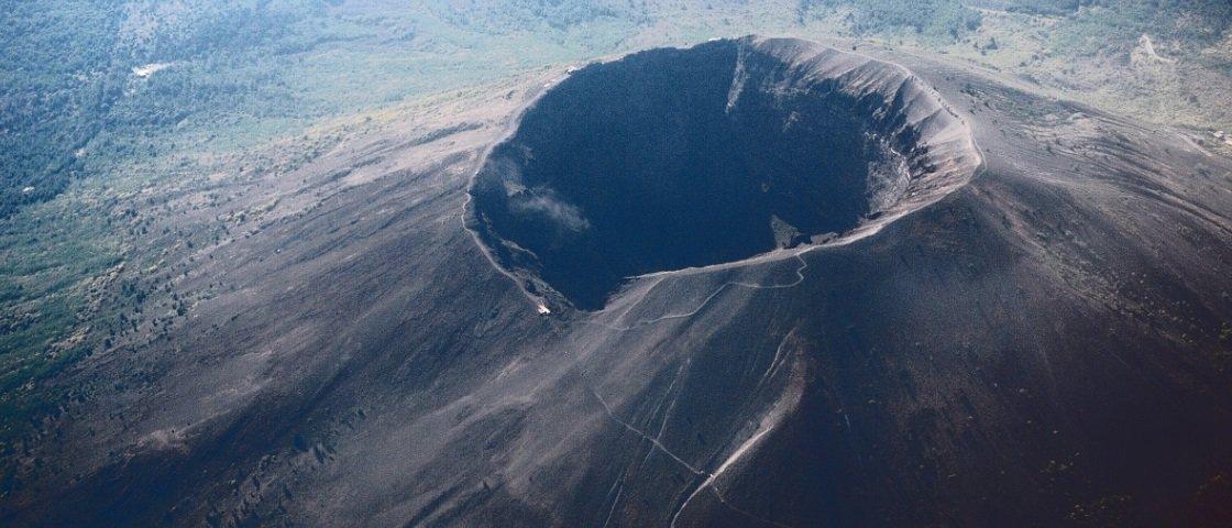 O Monte Vesúvio, que destruiu Pompeia, pode acordar de novo, sabia?