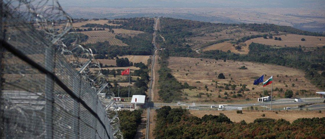 11 fotos mostram os diversos tipos de fronteiras entre países