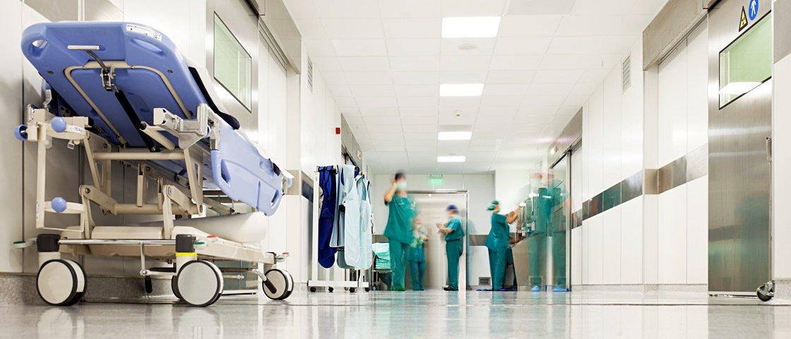 Paciente solta pum durante cirurgia e provoca incêndio em hospital