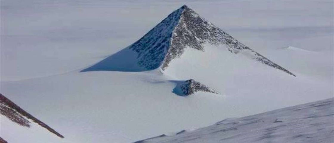 Estrutura piramidal na Antártida seria obra dos alienígenas?