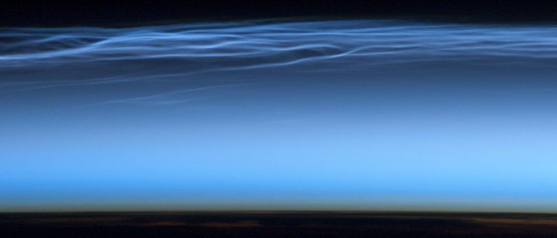 Mistério: nuvens azuis são avistadas sobre a Antártida fora de época