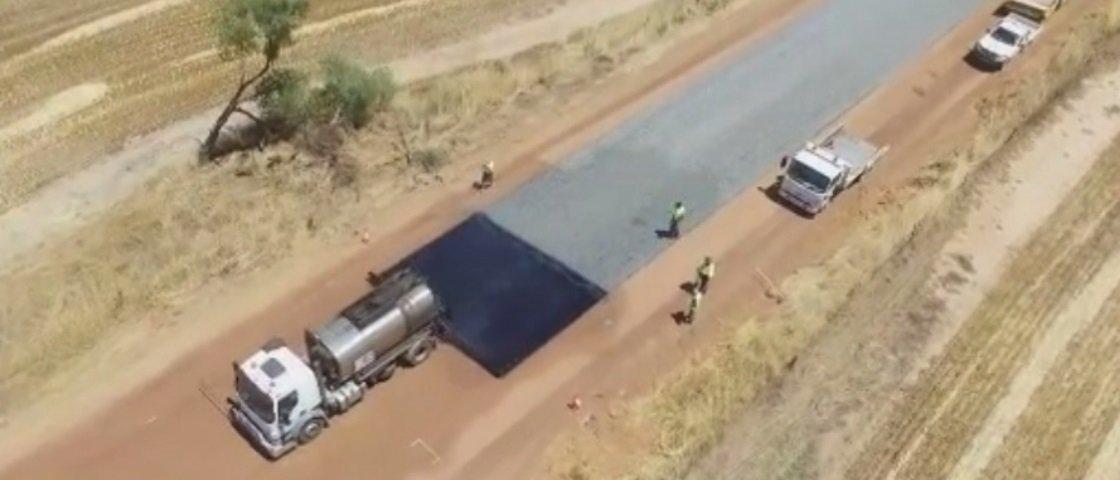 A pavimentação desta estrada na Austrália vai deixar você hipnotizado