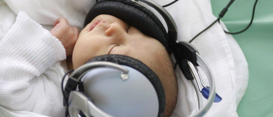 Conheça a música criada cientificamente para deixar qualquer bebê feliz