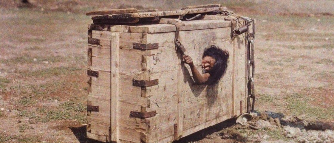 Tem Na Web - Esta fotografia mostra um método de castigo incrivelmente doloroso e cruel