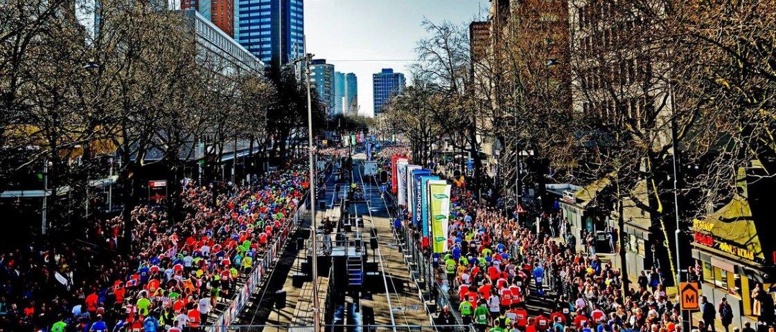 Gentileza: última colocada na Maratona de Rotterdam é recebida com festa