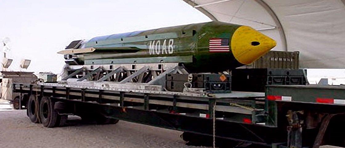 """Lembra da """"mãe de todas as bombas""""? EUA liberam imagens aéreas da explosão"""